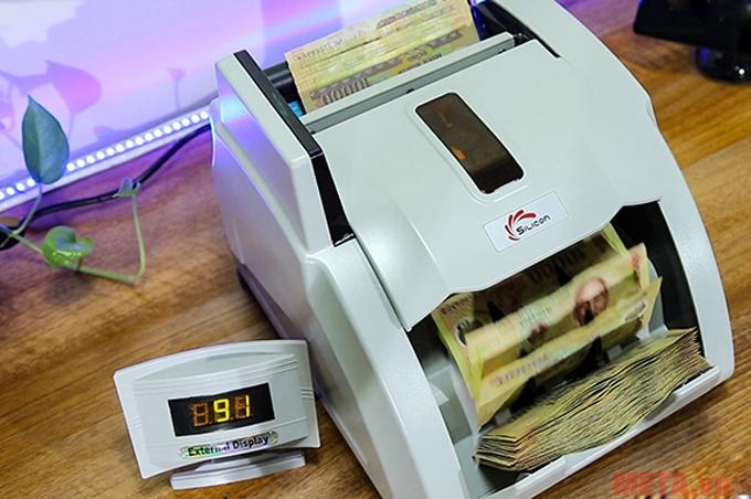 Máy có khả năng phát hiện tiền Polyme giả