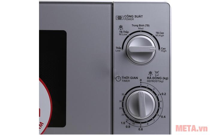Bảng điều khiển với nhiều chức năng nấu nướng