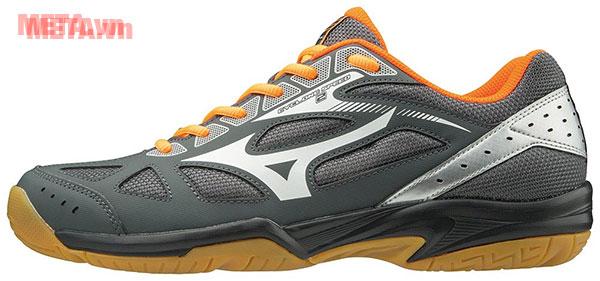 Giày thể thao màu đen bạc
