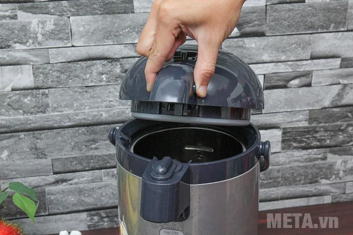 Mở nắp bình thủy điện