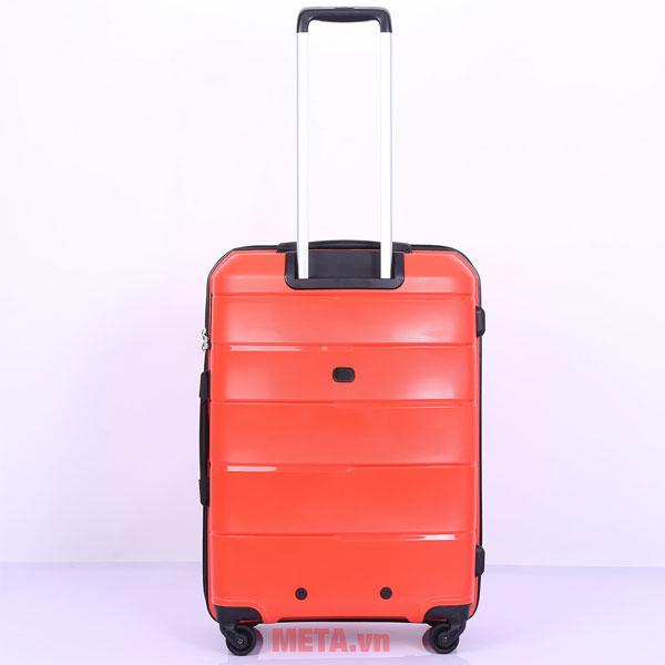 Phía sau vali