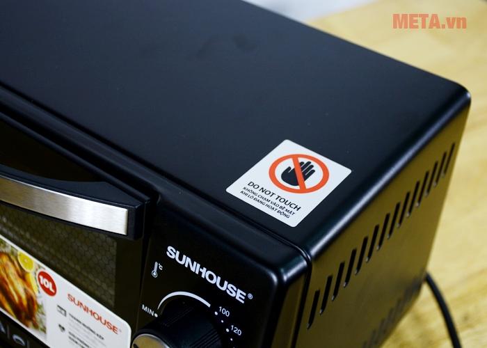 Khi lò nướng điện Sunhouse SHD4210 vận hành không được chạm tay vào nóc lò