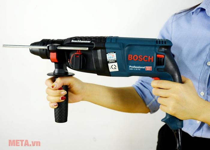 Máy khoan búa Bosch GBH 2-26 RE cầm tay dễ dàng