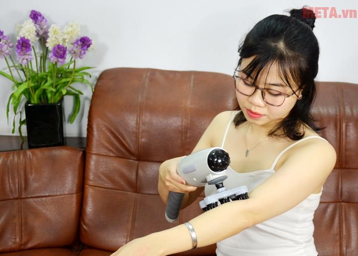 Máy massage Welbutech Kangaroo K-5000E giúp xoa dịu cơn đau