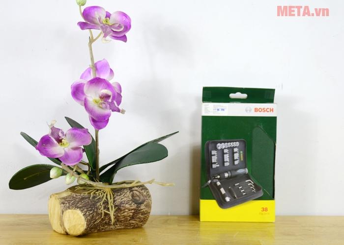 Bộ vặn vít đa năng Bosch 2607019506 sắp xếp 38 chi tiết được cố định rất chắc chắn trong túi
