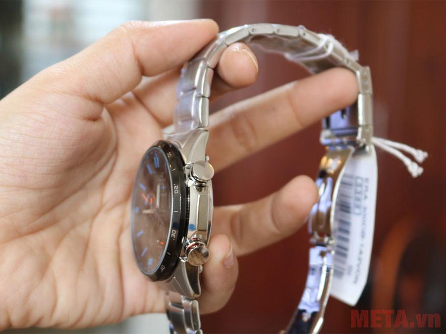 Đồng hồ sử dụng nút chức năng dạng núm vặn
