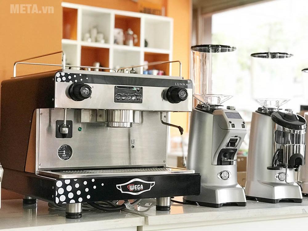 Máy pha cà phê thiết kế chắc chắn