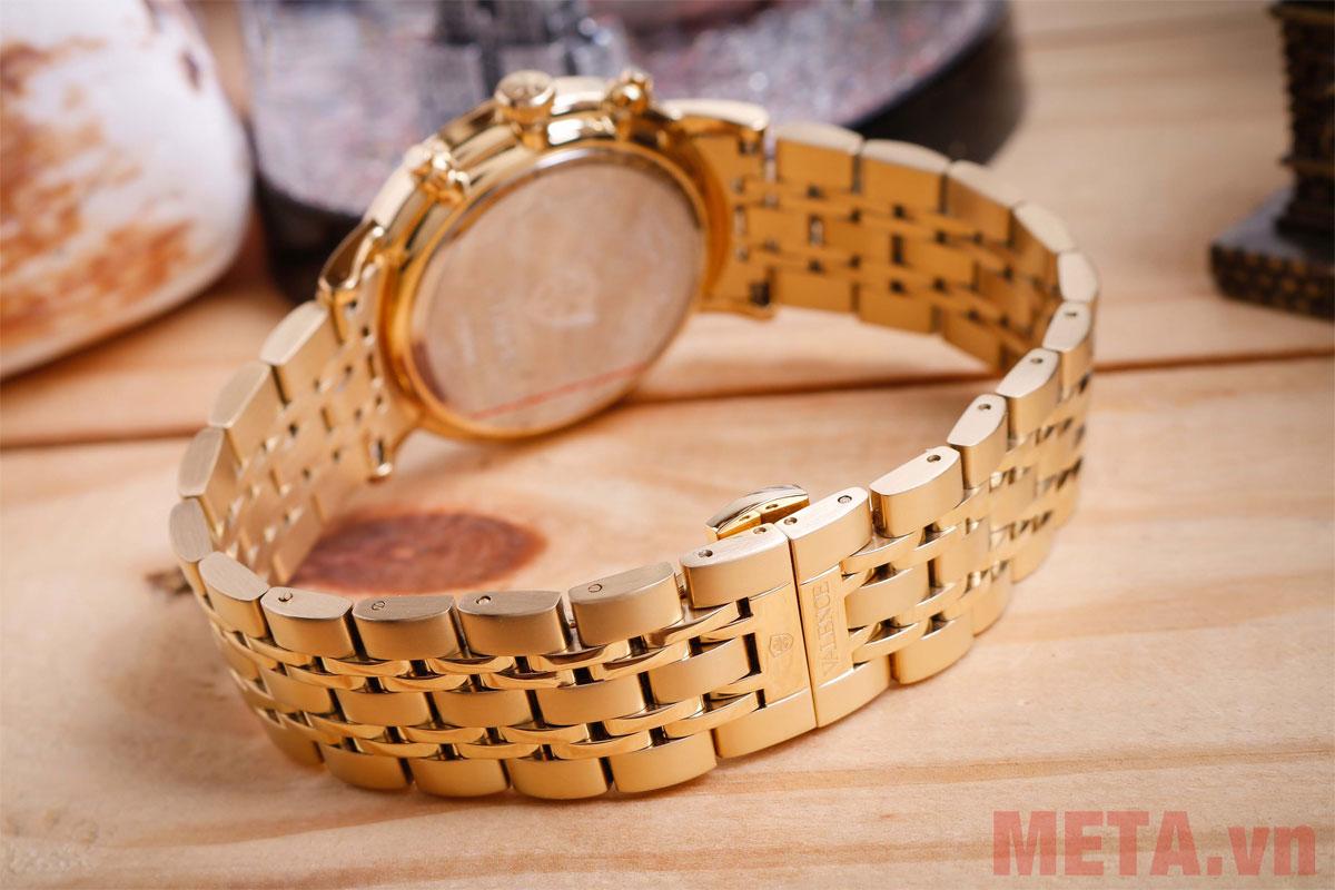 Dây đồng hồ được làm từ chất liệu kim loại