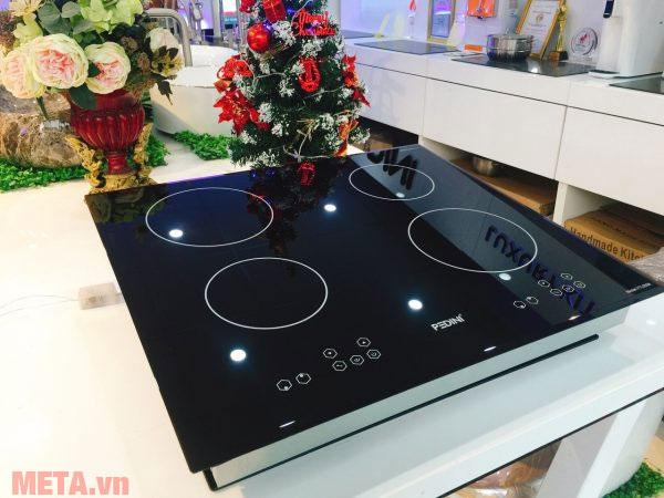 Hình ảnh bếp từ bốn vùng nấu Pedini YTL5558