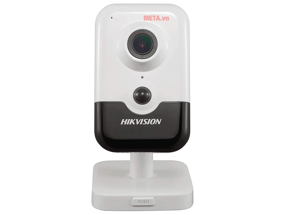 Camera có thể đặt cố định trên bàn hoặc treo tường tùy ý