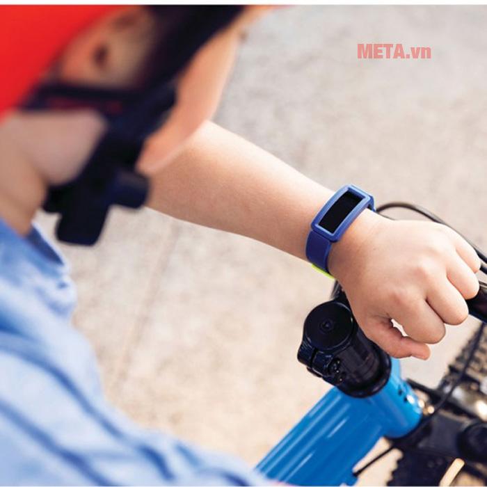 Đồng hồ thông minh theo dõi chuyển động dành cho trẻ em Fitbit