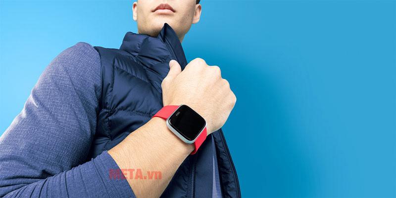 Đồng hồ thông minh theo dõi hoạt động Fibit Versa
