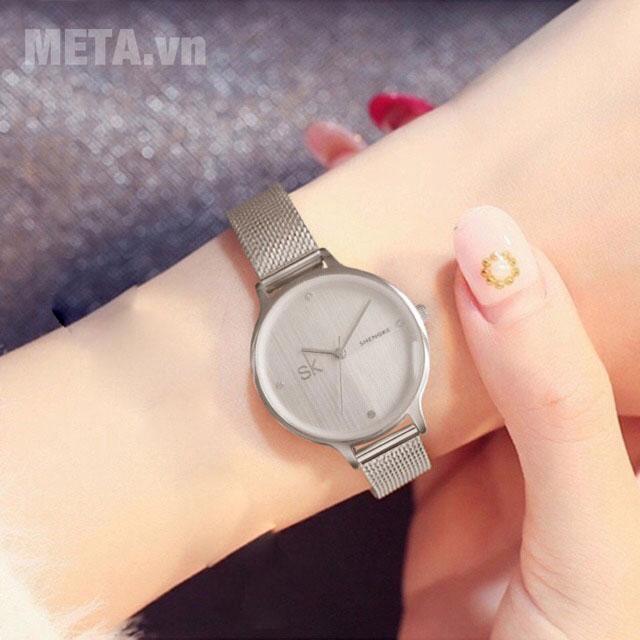 Đồng hồ nữ mặt tròn