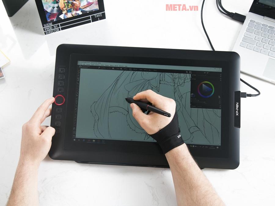 Với XP-Pen Artist 15.6 Pro full HD, bạn tự tin đưa nét bút dễ dàng trên bảng vẽ
