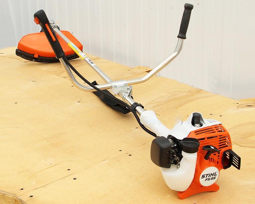 Máy cắt cỏ công suất nhỏ và nhẹ chạy xăng