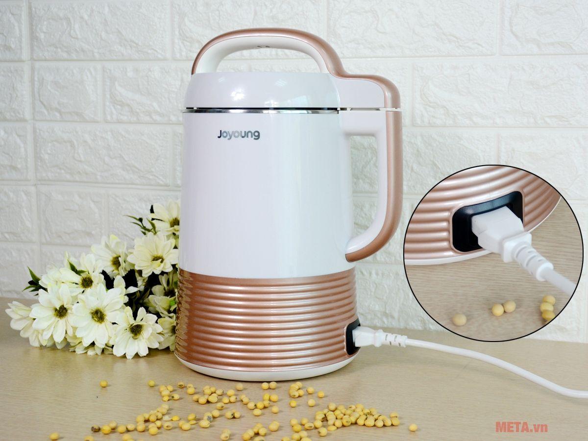 Máy làm sữa đậu nành Joyoung DJ13C-Q3 sử dụng nguồn điện gia đình.