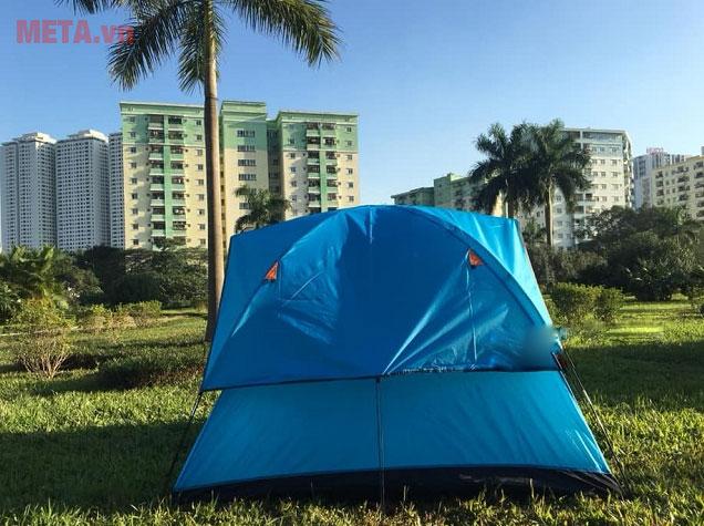 Mặt sau lều trại