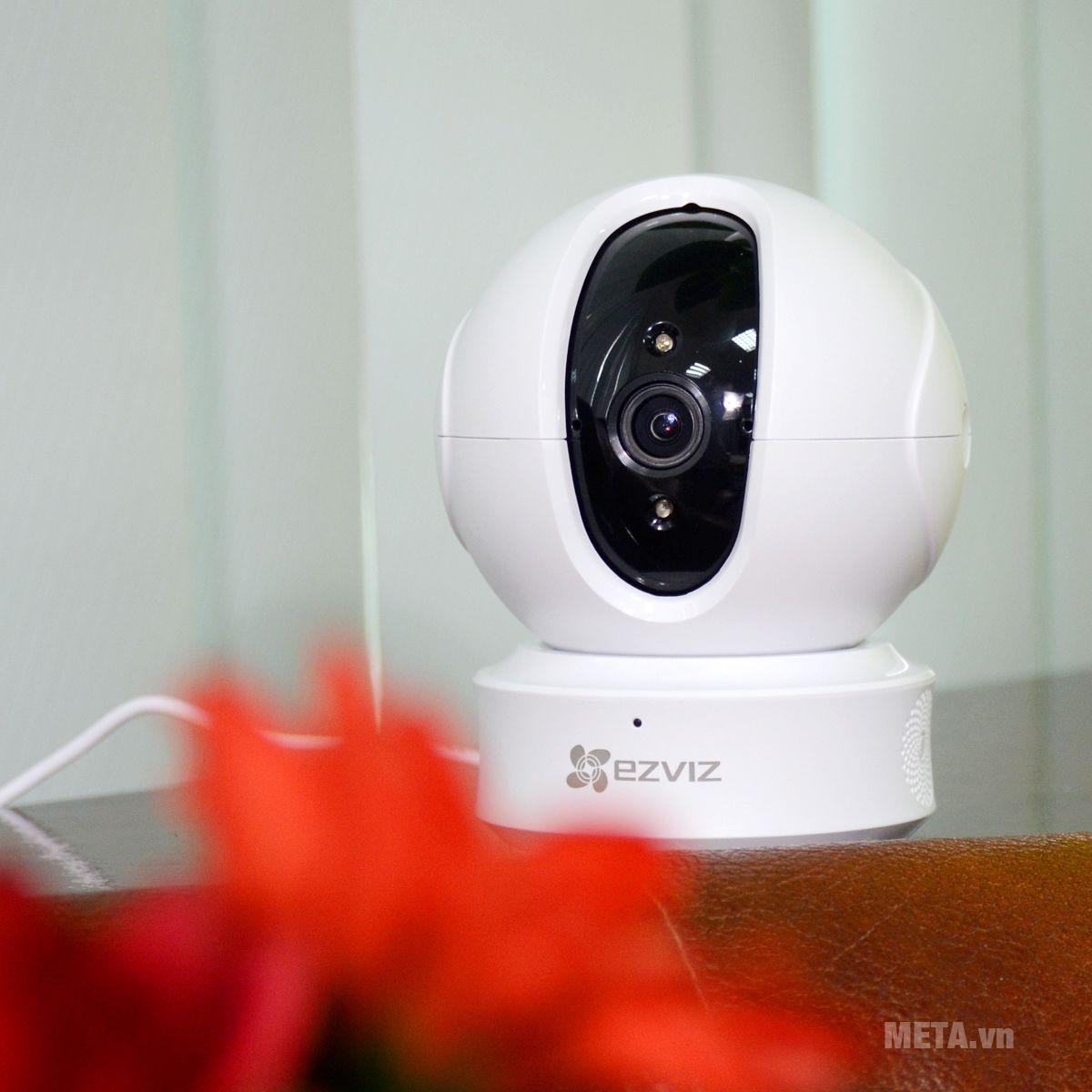 EZVIZ CS-CV246 ez360 (C6CN 720P) trang bị đèn hồng ngoại