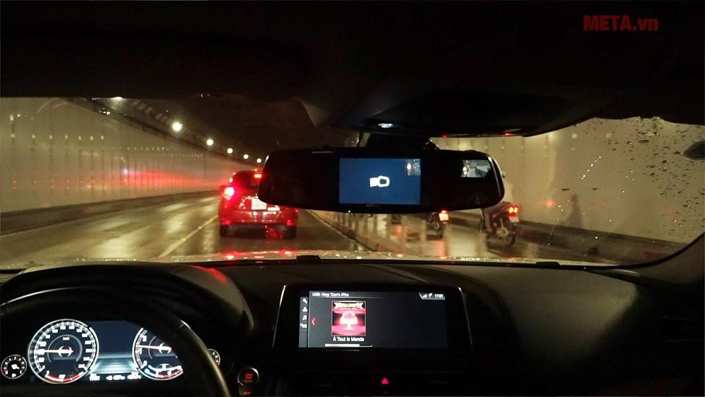 Camera hành trình báo bật đèn khi vào hầm hoặc khi trời tối