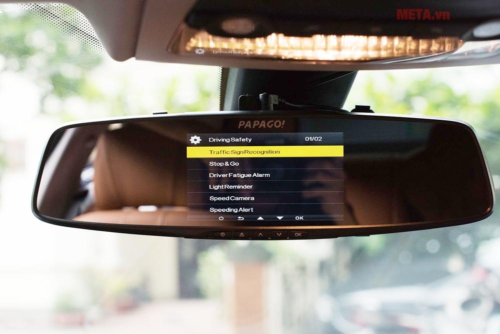 Camera hành trình có menu điều khiển bằng tiếng Anh rõ ràng