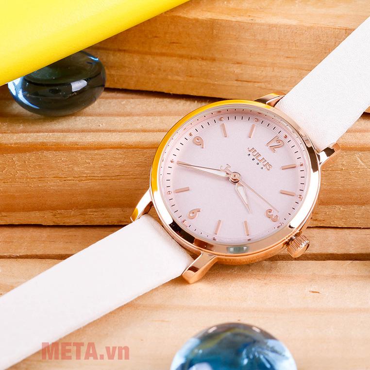 Đồng hồ nữ màu trắng
