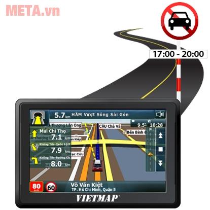 Thiết bị Vietmap B50 nhận diện biển báo, tuyến đường, hiển thị rõ trên màn hình