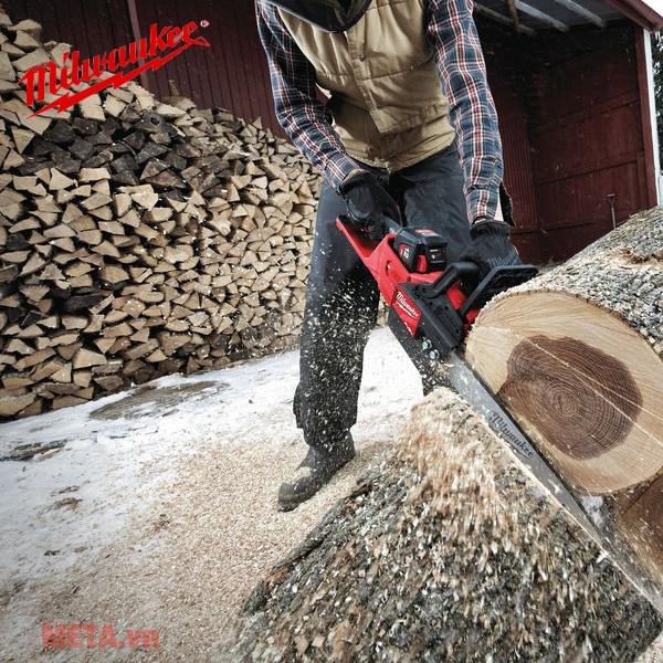 Máy cưa xích gỗ