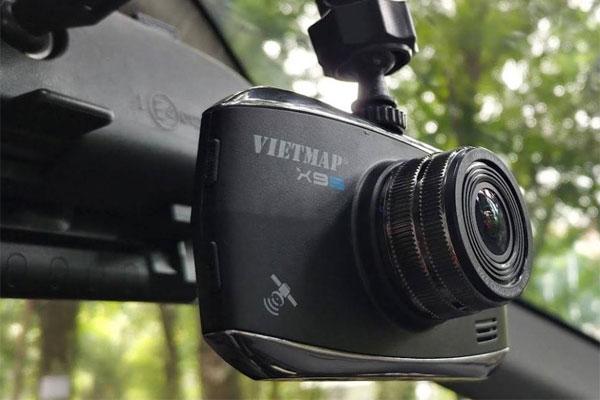 Camera treo đầu xe, gắn kính không hề làm mất thẩm mỹ cho xe