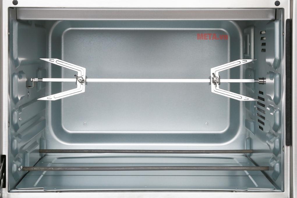 Cửa kính hai lớp giúp lò được giữ lượng nhiệt tốt nhất