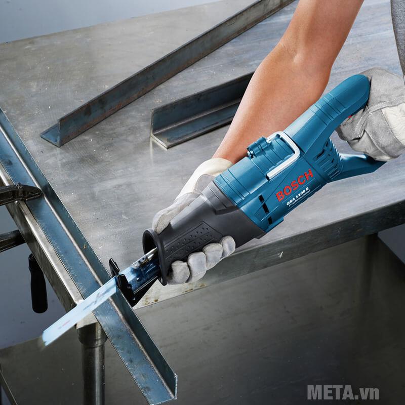 Máy cưa kiếm cắt kim loại
