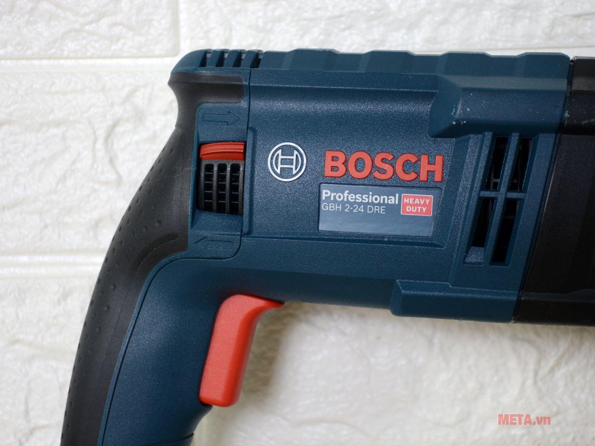 Máy khoan búa Bosch GBH 2-24 DRE sử dụng điện để vận hành cho khả năng khoan mạnh mẽ hơn