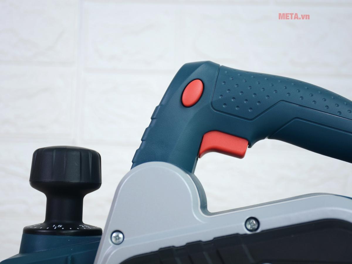 Máy bào Bosch GHO 6500 Professional hoạt động với công suất 650W đầy mạnh mẽ