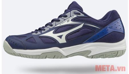 Giày màu xanh bạc