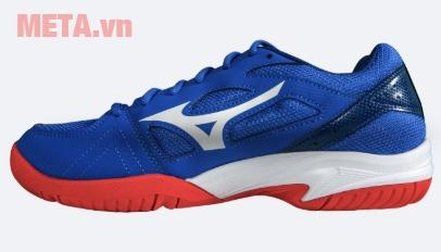 Giày thể thao màu xanh trắng