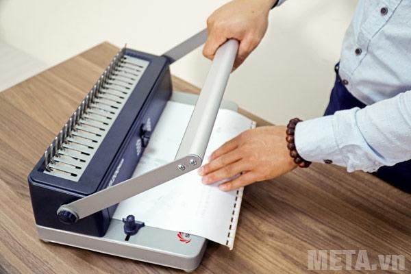 Máy đóng sách Silicon BM-CB200 dễ dàng thao tác