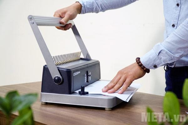 Máy đóng sách Silicon BM-CB200 có thể đục lỗ 15 tờ/lần