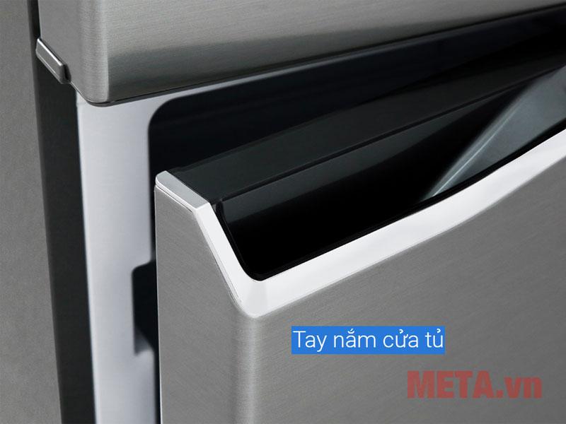Cánh cửa tủ sử dụng chất liệu thép sơn tĩnh điện bền bỉ