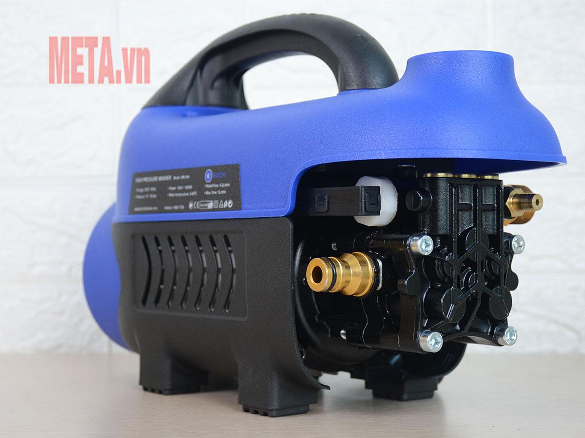 Động cơ bên trong sử dụng chất liệu thép sơn tĩnh điện đảm bảo an toàn