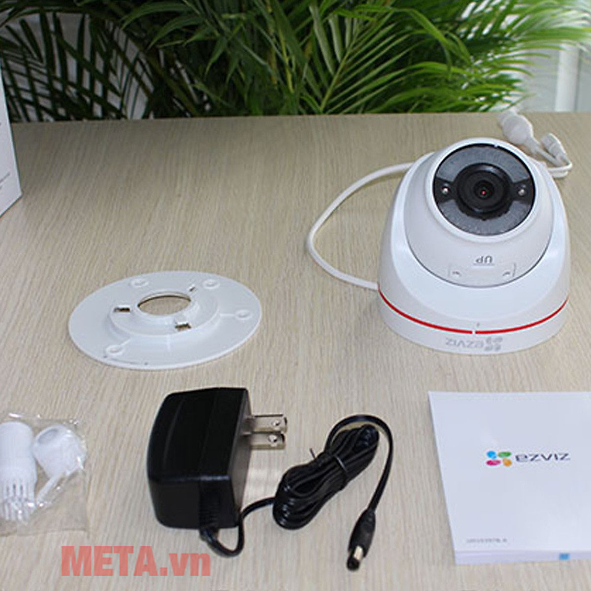 Trọn bộ sản phẩm camera ngoài trời Ezviz