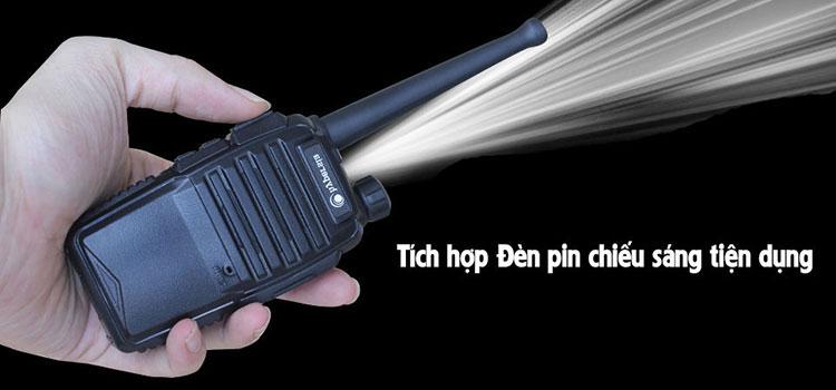 Có đèn pin đi kèm sử dụng trong bóng tối