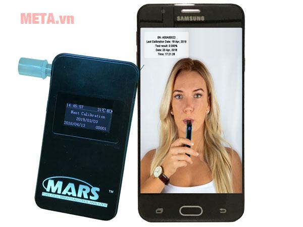 Dễ dàng quan sát thông số, kết quả trên màn hình oled hoặc màn hình điện thoại