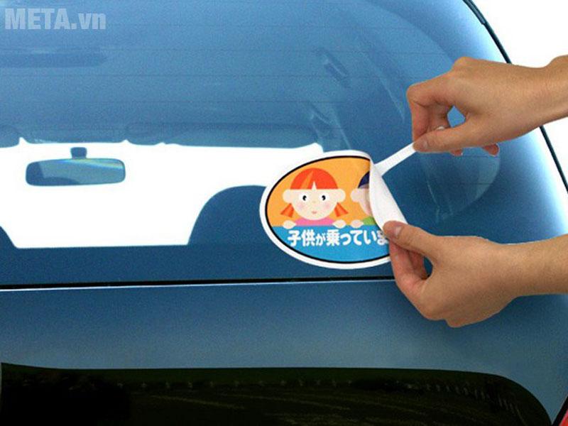 Dung dịch loại bỏ keo cũ trên xe ô tô