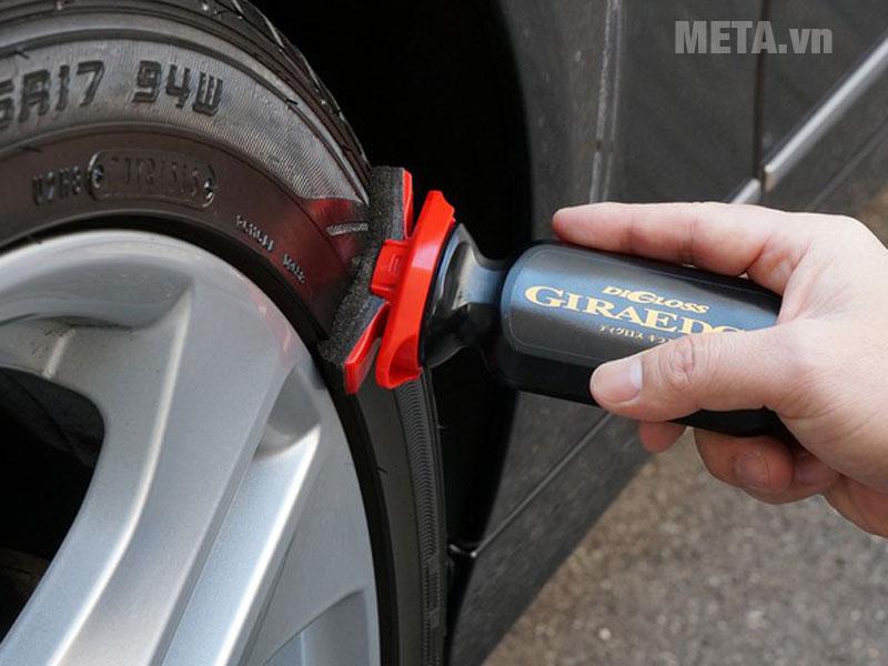 Phủ nano làm bóng và đen lốp xe ô tô Soft99