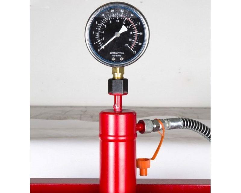 Đồng hồ đo thiết kế ngay trên đỉnh dễ dàng quan sát khi hoạt động