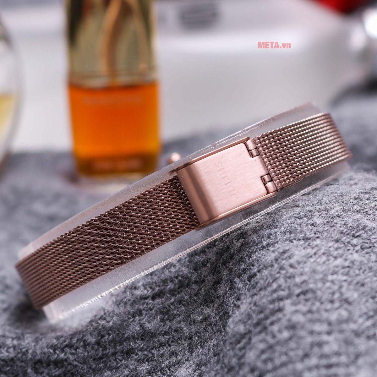 Đồng hồ nữ dây thép