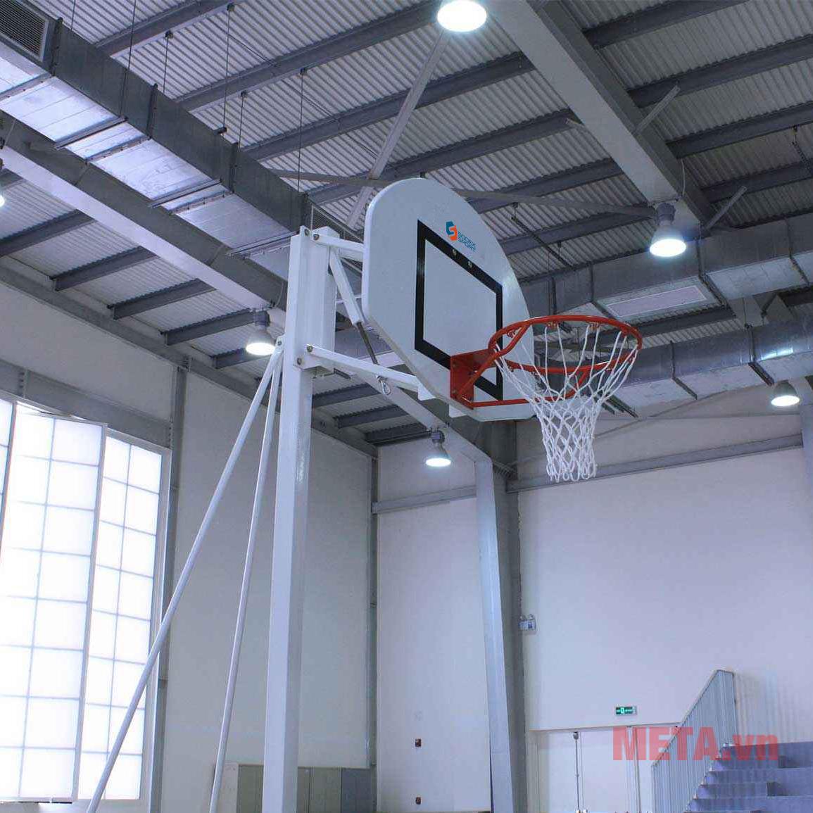 Sử dụng chất liệu thép sơn tĩnh điện an toàn, chống gỉ sét