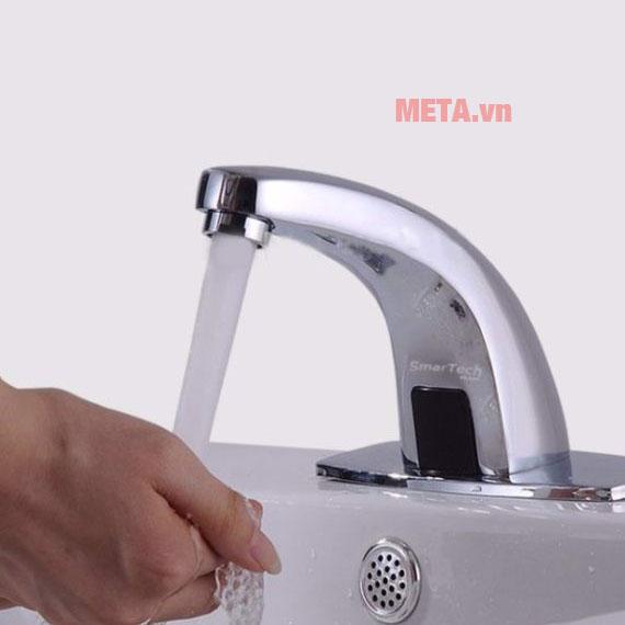 Vòi nước thông minh trang bị mắt cảm ứng tự ngắt khi không phát hiện vật thể