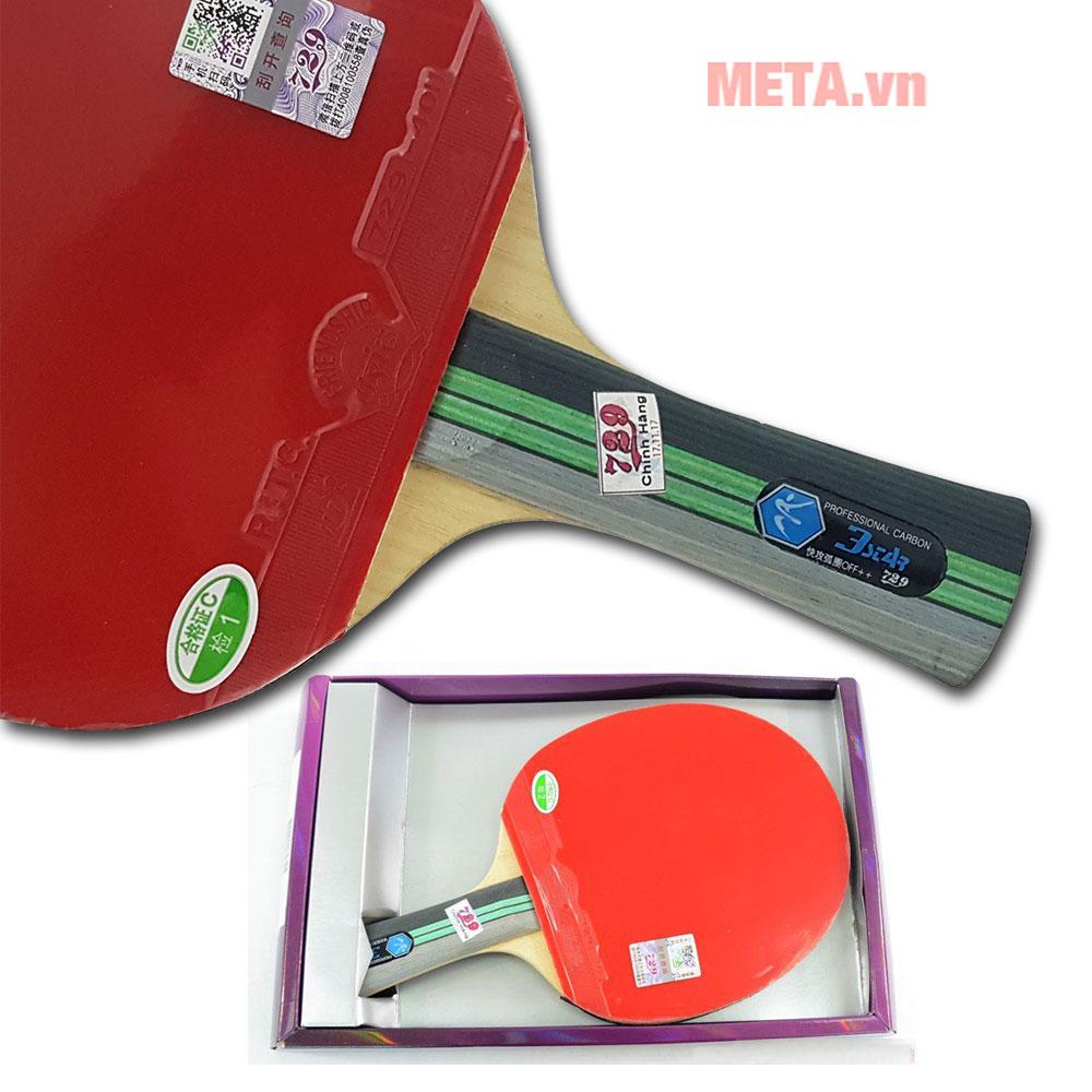 Vợt được đựng trong hộp tránh tác động làm biến dạng mặt vợt