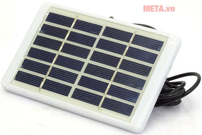 Tấm pin đi kèm để tích năng lượng mặt trời
