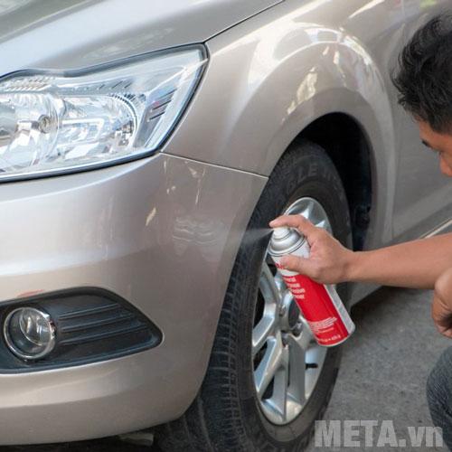Chai xịt vệ sinh nhựa đường trên ô tô